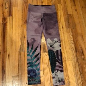 NWOT noli high waisted floral leggings size S